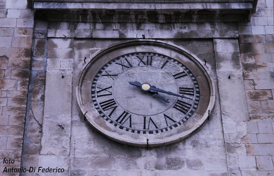 Sulmona S.Maria della Tomba orologio(5) copia